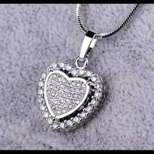 Jewelry - BEAUTIFUL DIAMOND ENCRUSTED HEART ♥️ NECKLACE